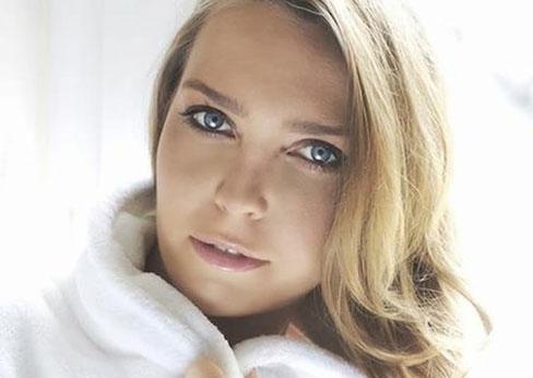 Anne-Sophie S