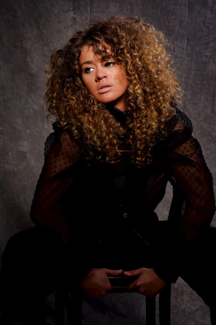 Emmanuelle M