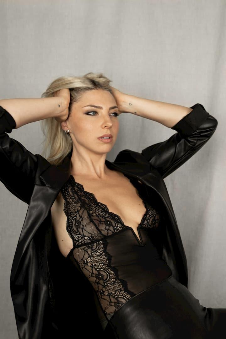 Coralie R